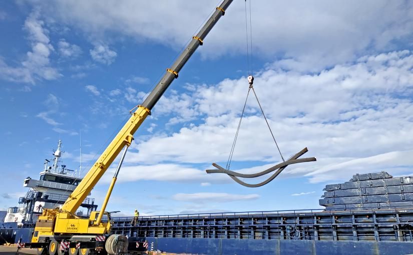 Bundled steel rods discharge
